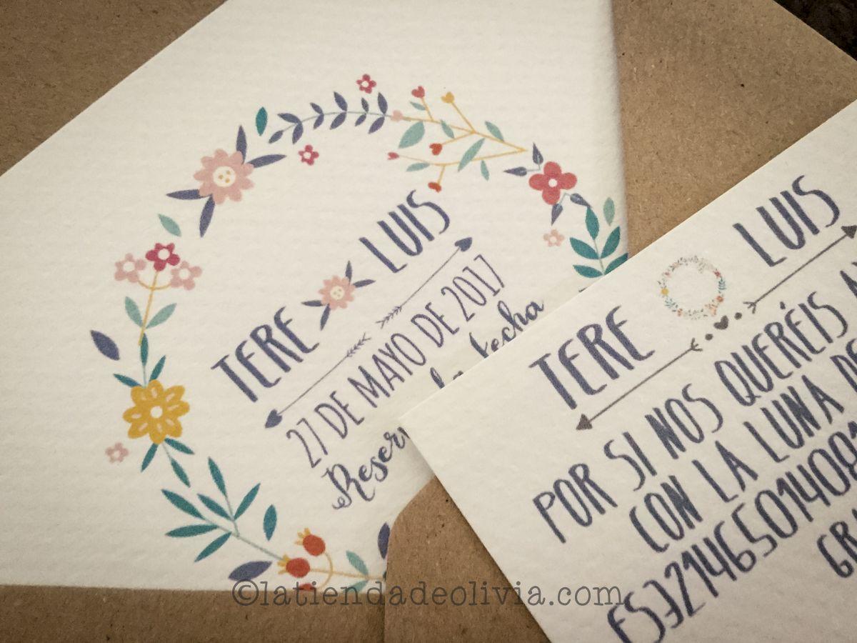 Invitaciones de boda con corona de flores de colores y tarjeta con número de cuenta a juego