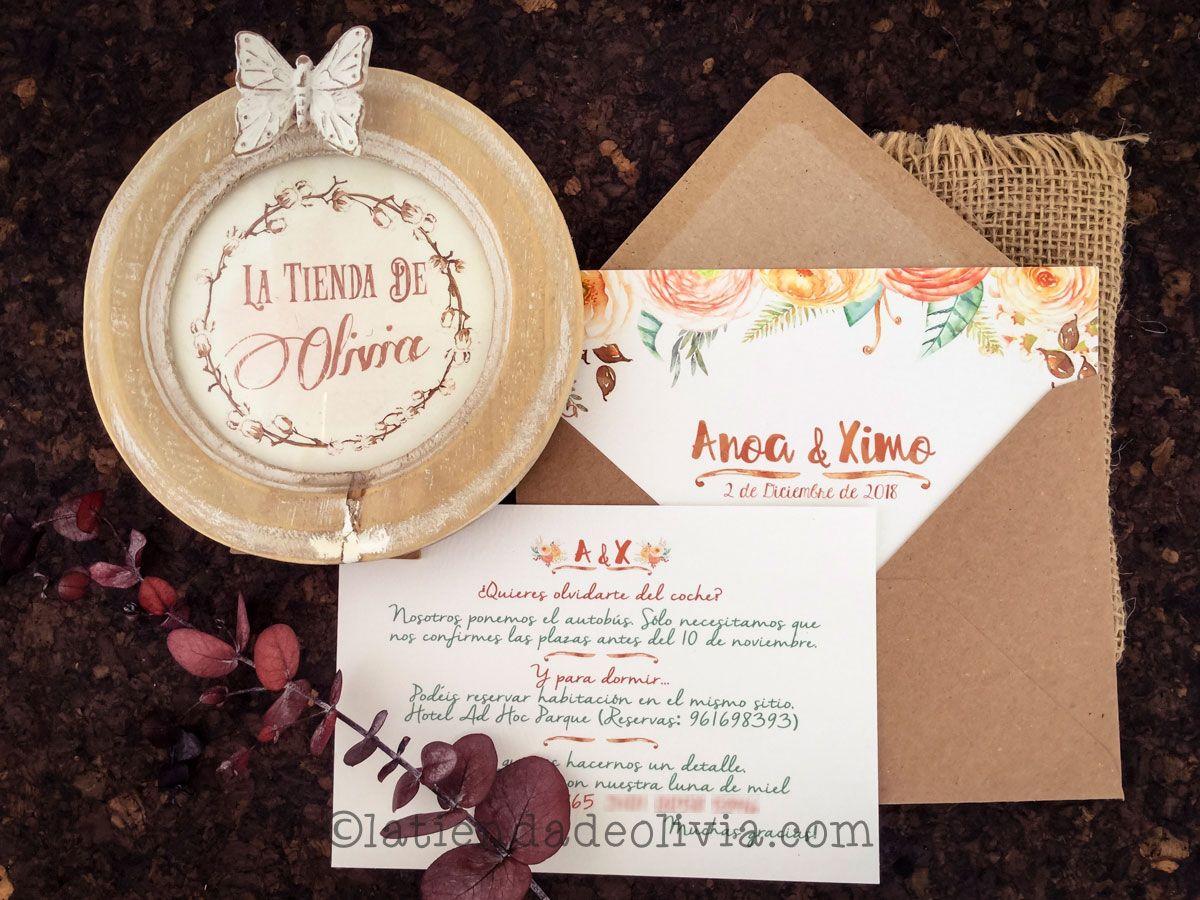Invitaciones de boda con ranúnculas y tarjetas con número de cuenta a juego